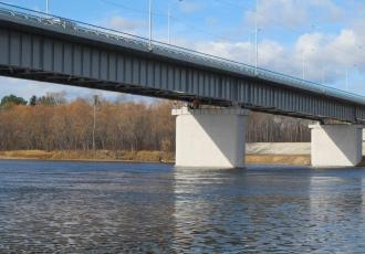 Новый капитальный автодорожный мост через реку Пярну в курортном районе Эстонии взамен разрушенного моста