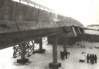 Пешеходный мост через Октябрьский проспект в III микрорайоне жилого района Ласнамяэ г. Таллин