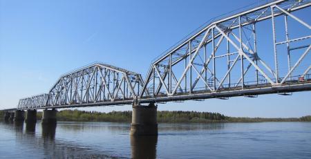 Железнодорожный мост через реку Вычегду