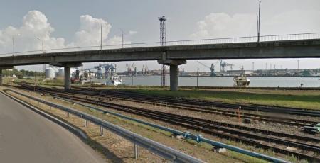 Автодорожный путепровод через железнодорожные пути по улице Дзинтару