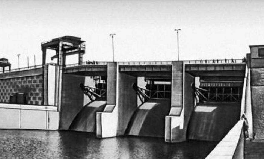 Мостовой переход на плотине гидроузла Каунасской ГЭС на реке Неман